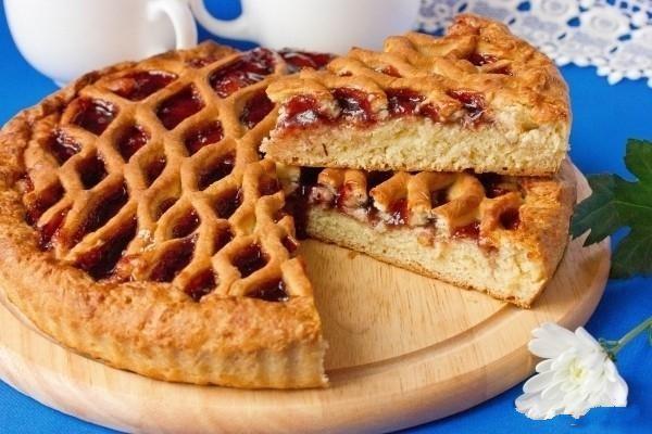 Пісний пиріг з варенням на швидку руку: рецепт з фото