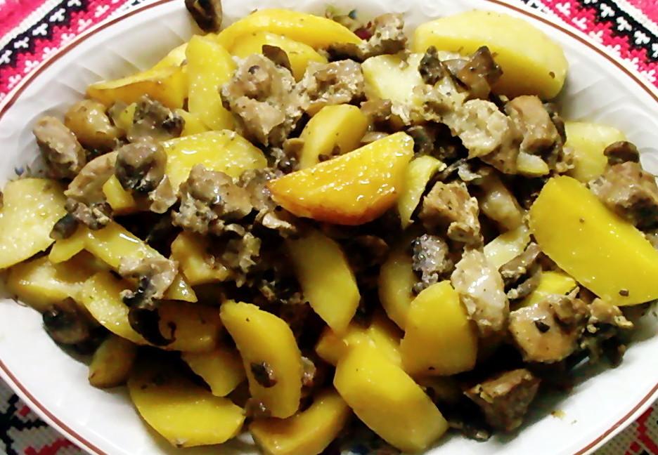 Тушкована картопля з грибами: рецепти приготування з фото