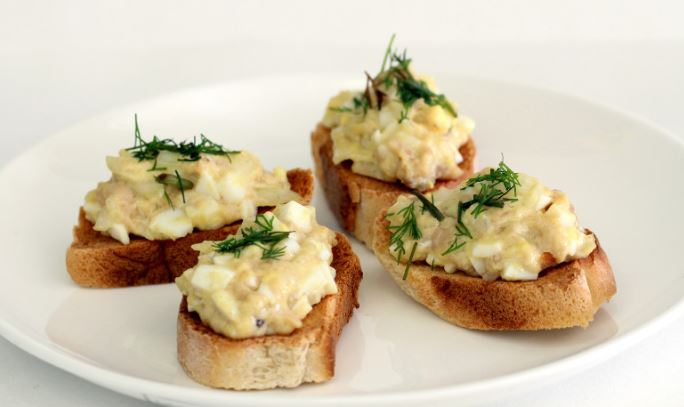 Бутерброди з печінкою тріски: рецепти апетитною закуски