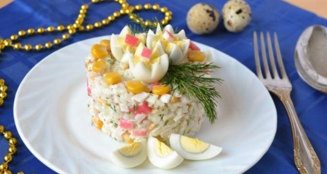 Крабовий салат: класичний рецепт з покроковим фото