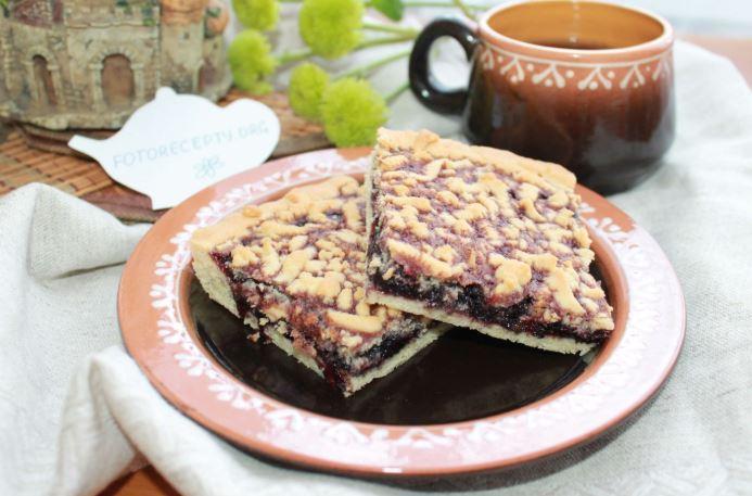 Пиріг на кефірі з варенням: швидкий, в мультиварці та духовці