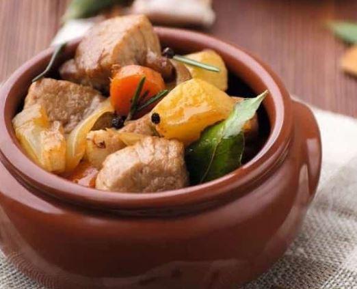 М'ясо в горщиках з картоплею: рецепти смачних страв з фото