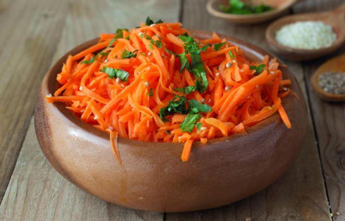 Салат з корейською морквою і куркою: вишукані рецепти