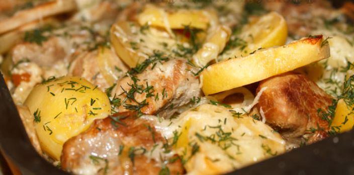 Свинина з картоплею в духовці: в горщиках, фользі і рукаві