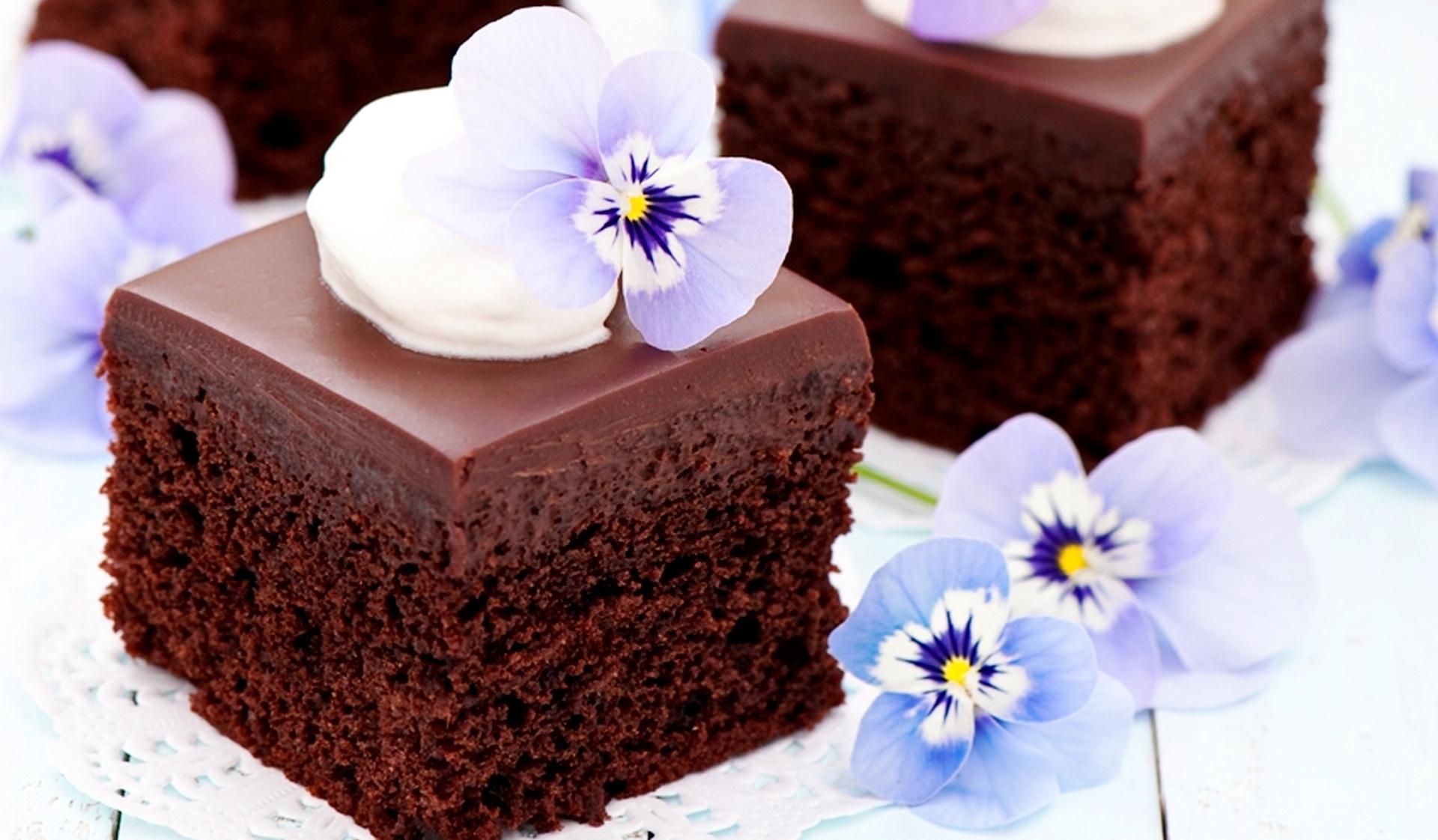 Шоколадний торт в домашніх умовах: простий рецепт з фото
