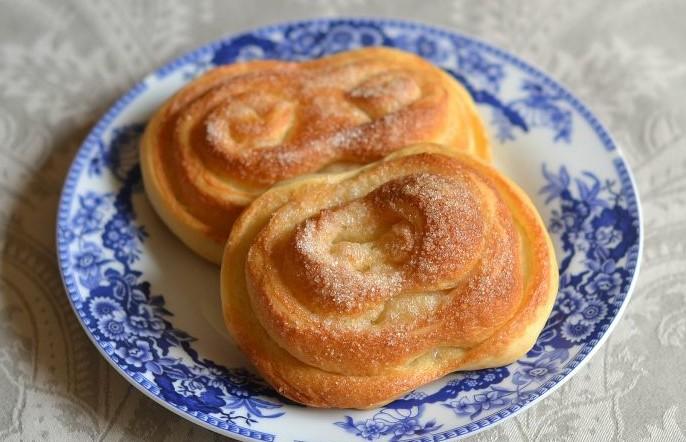 Плюшки з цукром з дріжджового тіста: рецепти з фото, форми