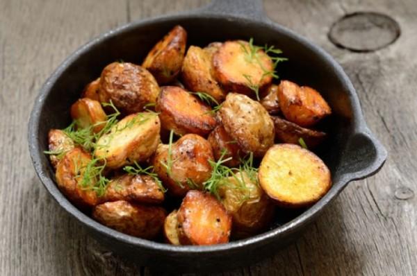 Печена картопля в духовці: калорійність і рецепти з фото
