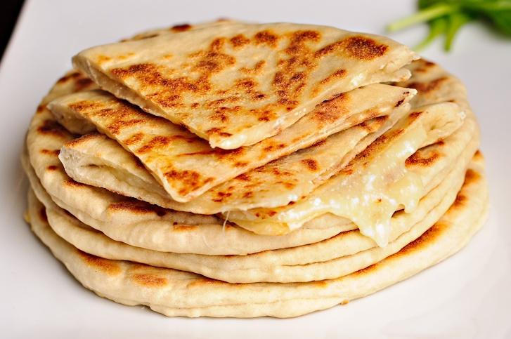 Хачапурі з листкового тіста з сиром, сиром, м'ясом: рецепти