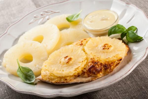 Курка з ананасами в духовці: прості та святкові рецепти