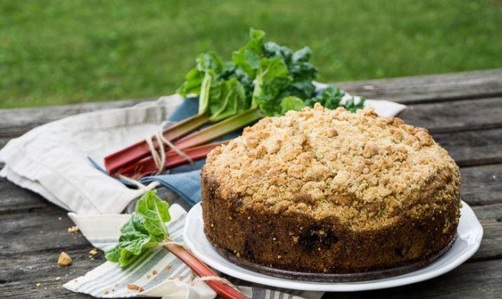 Пиріг з ревенем: покроковий рецепт приготування з фото