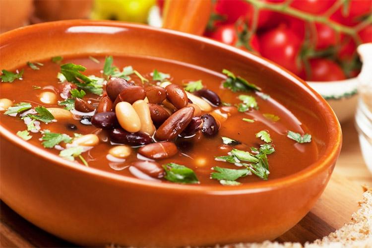 Суп з червоної і білої консервованої квасолі: рецепти
