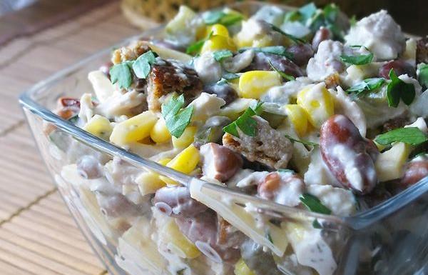 Салат з квасолею і копченою ковбасою: рецепти на будь-який смак