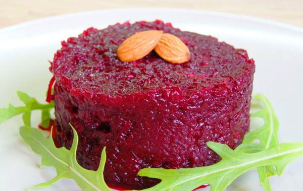 Буряк з часником і майонезом: калорійність і рецепти