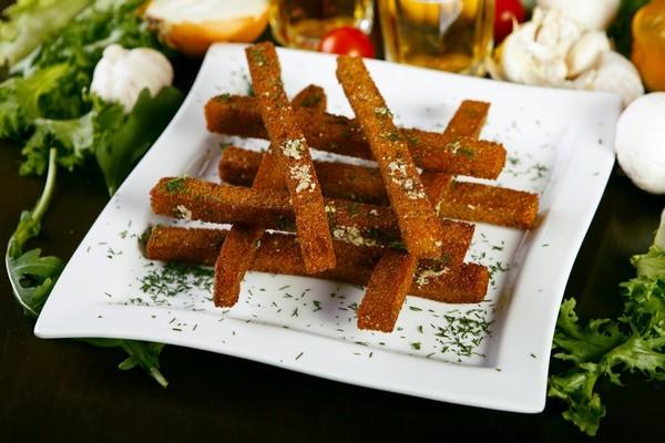 Як зробити смачні сухарики в духовці з хліба і батона