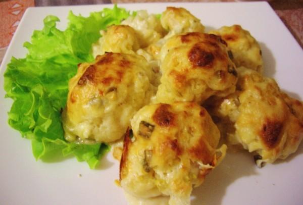 Кольорова капуста, запечена в духовці з сиром: рецепти страв
