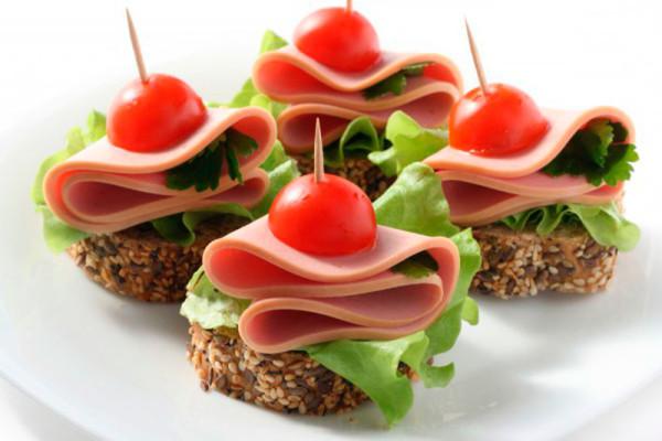 Закуски на шпажках: рецепти красивих канапе з фото