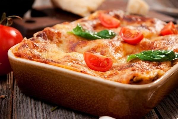 Запечена картопля з м'ясом у духовці: рецепти з фото