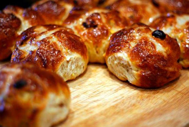Здобні булочки з цукром, маком, корицею: рецепти з фото