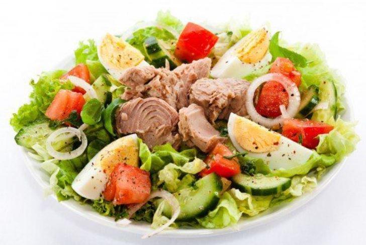Легкі, смачні і швидкі салати: рецепти з фото і відео