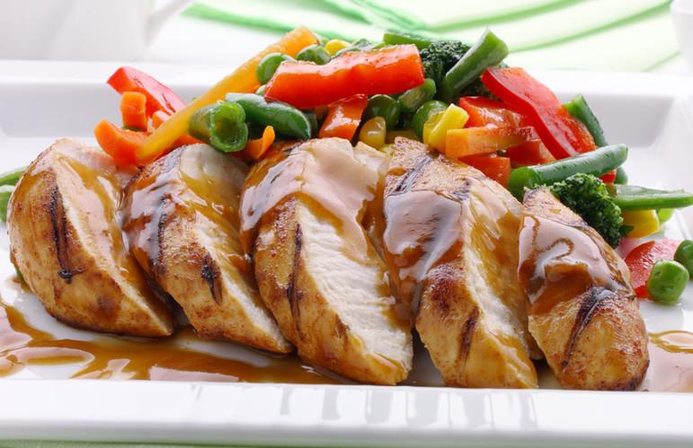 Куряча грудка, смачно запечена в духовці: рецепти з фото