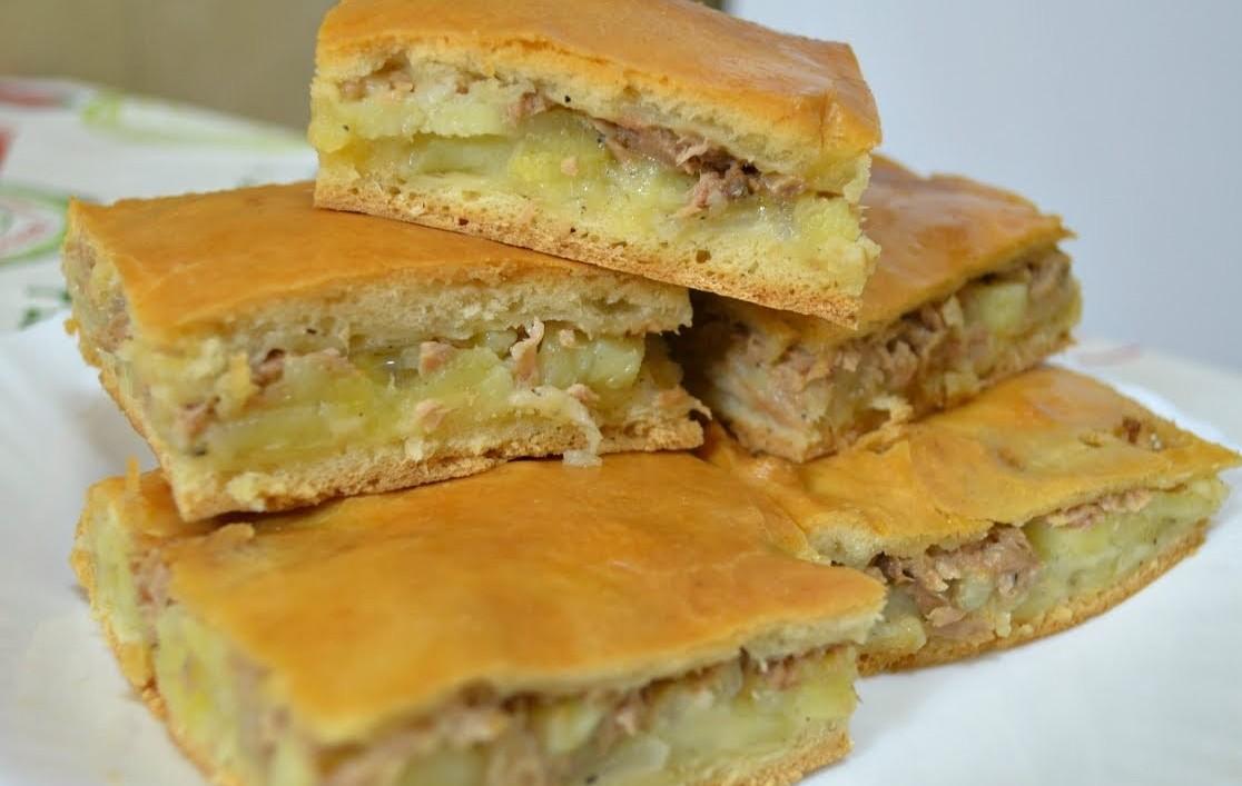 Пиріг з сайрою і картоплею в духовці і в мультиварці