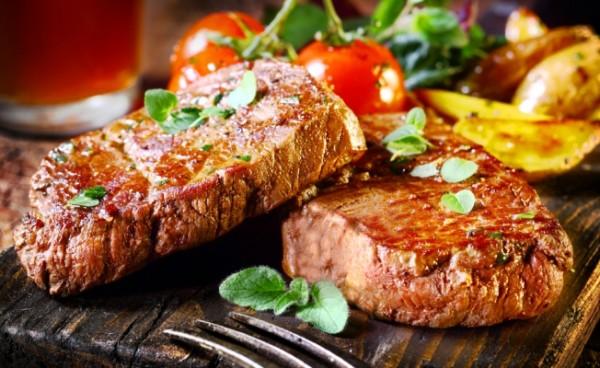Як приготувати стейк з яловичини на сковороді і в духовці