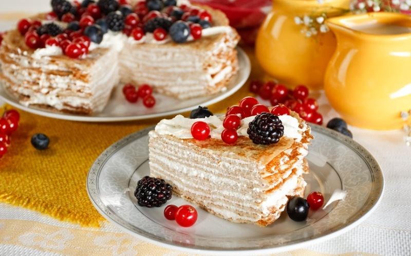 Млинцевий торт зі сметанним кремом: рецепти з фото і відео
