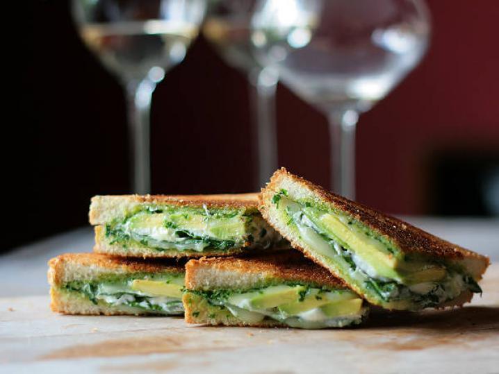 Гарячі бутерброди на сковороді: рецепти на швидку руку