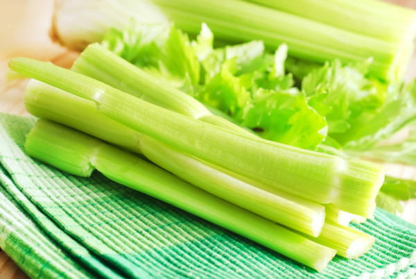 Салат з селерою стебловим: легкі і прості рецепти