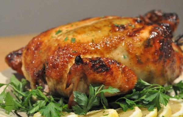 Курка цілком на солі в духовці: рецепти приготування
