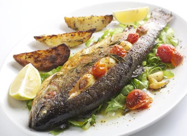Риба, запечена у фользі в духовці: рецепти на будь-який смак