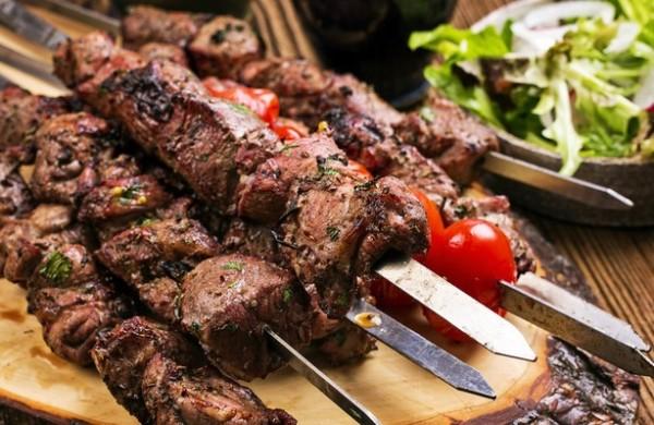 Шашлик з яловичини: різні рецепти маринаду та поради