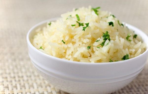 Як правильно варити рис на гарнір, щоб він був розсипчастим
