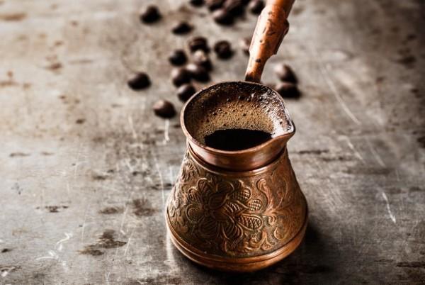 Як і скільки варити каву в турці на плиті: рекомендації