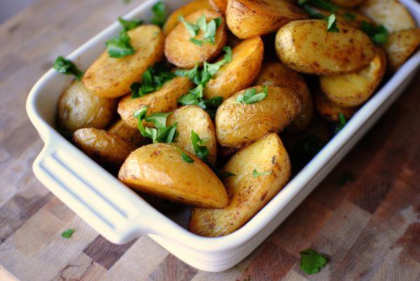 Картопля по-селянськи в духовці: покрокові рецепти з фото