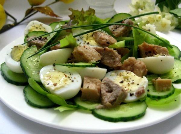 Салат з печінки тріски консервованої: рецепти з фото