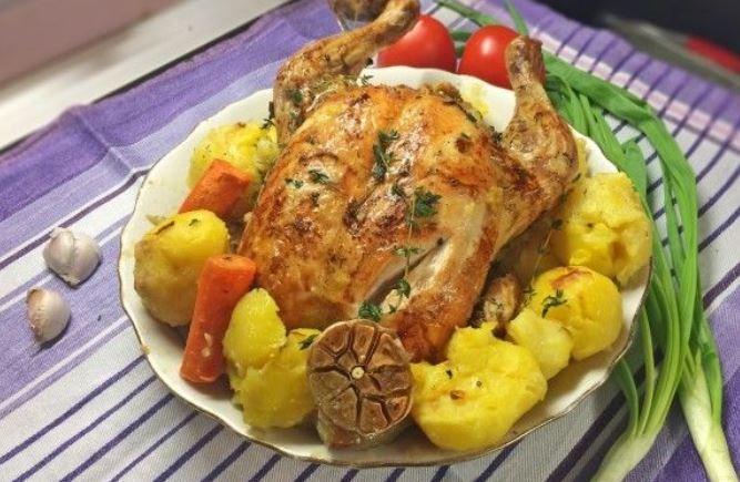 Курка в духовці цілком: смачні покрокові рецепти з фото