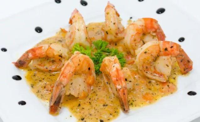 Креветки в вершково-часниковому соусі: кулінарні рецепти