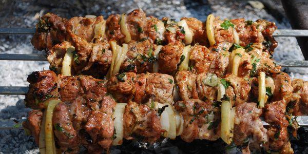 Як замаринувати шашлик зі свинини швидко, смачно і правильно?